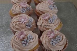 Cupcakes med fondant blomster