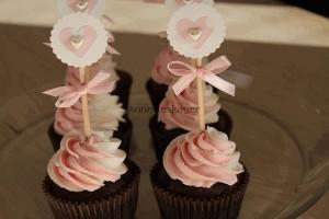 Chokolade cupcakes med jordbær/vanilje frosting