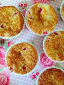 Cupcakes med jordbær og fløde