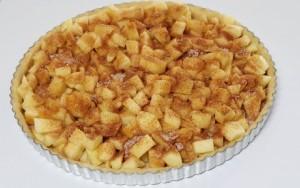 Æbletærte drysset med kanelsukker