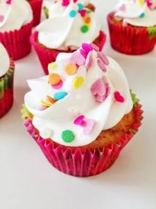 Fersken og hindbær cupcakes
