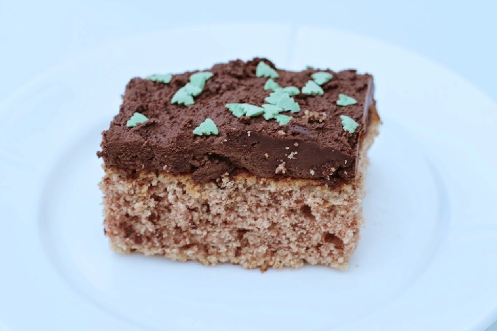 Kanelkage med chokolade frosting