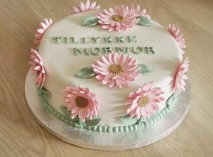 Kage med fondant blomster