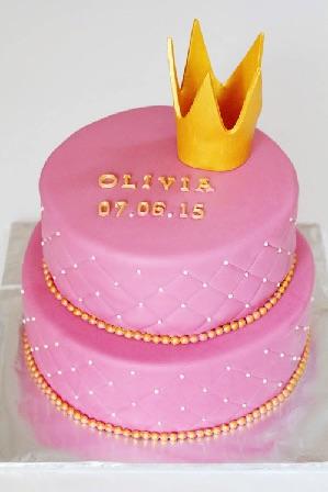 Lyserød dåbskage med prinsessekrone