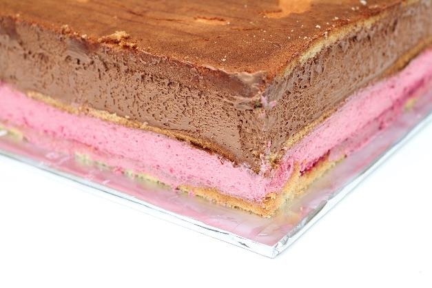Chokolade lagkage med chokolade creme og hindbær mousse