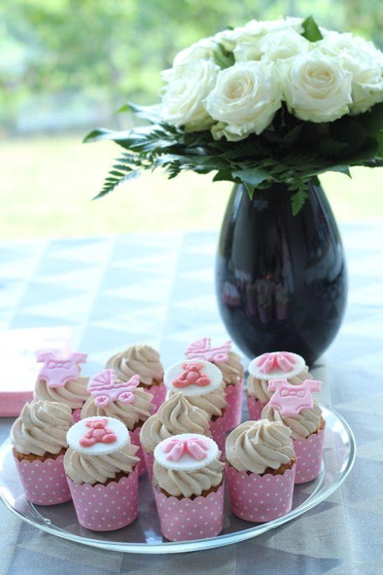 babyshower cupcakes i lyserøde forme - Annetteskager