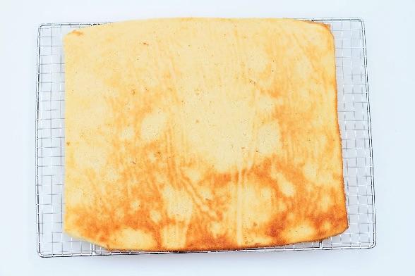 Afkøling af lagkagebunde bagt i bradepande - Annettes kager