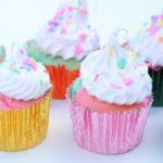 Cupcakes i regnbue farver