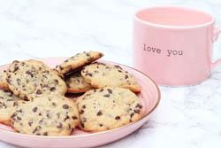 Nemme chokolade cookies med hakket chokolade