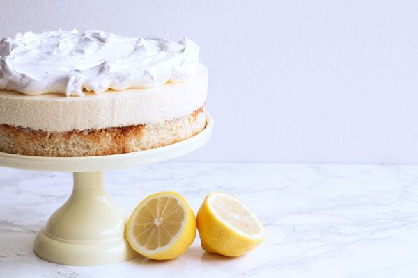 Kage med citronmousse og marengs