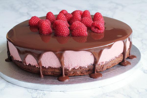 Brownie med hindbærmousse og ganache