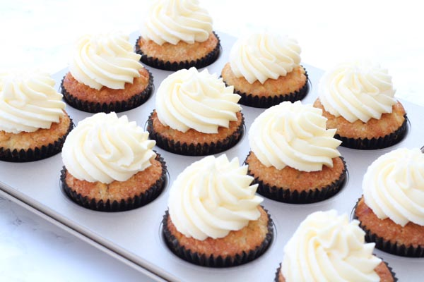 Æble cupcakes med cream cheese frosting